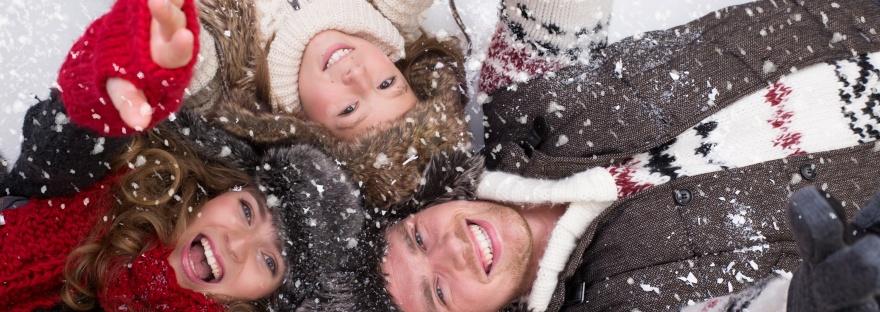 vacances au sport d'hiver avec enfant